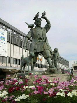 桃太郎像(<br />  岡山駅前)
