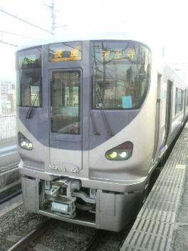 山電?いいえJR<br />  西日本225<br />  系電車です