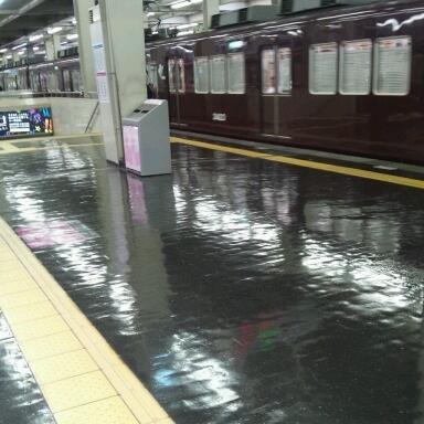 滑りそうな駅